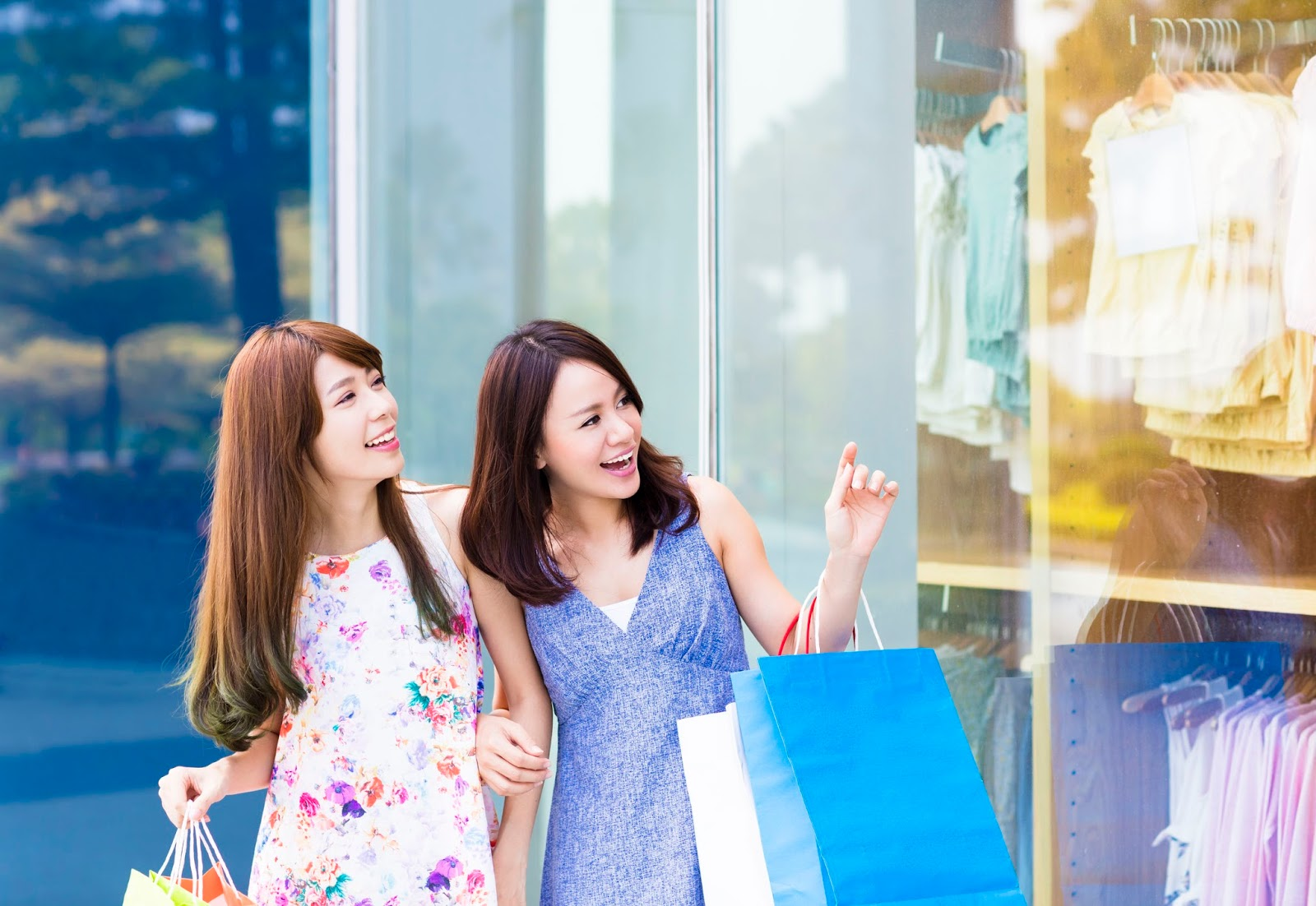 Shopping enthusiasts